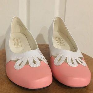 Comfort Well Pink & White Dress Shoe